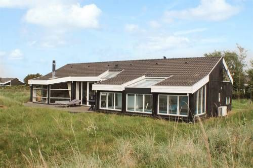 Bindslev Holiday Home 15 Bindslev Bindslev Holiday Home 15 is a holiday home located in Terpet, 27 km from Skagen. The unit is 26 km from Frederikshavn.  A TV and DVD player are offered. Other facilities at Bindslev Holiday Home 15 include a sauna and terrace.