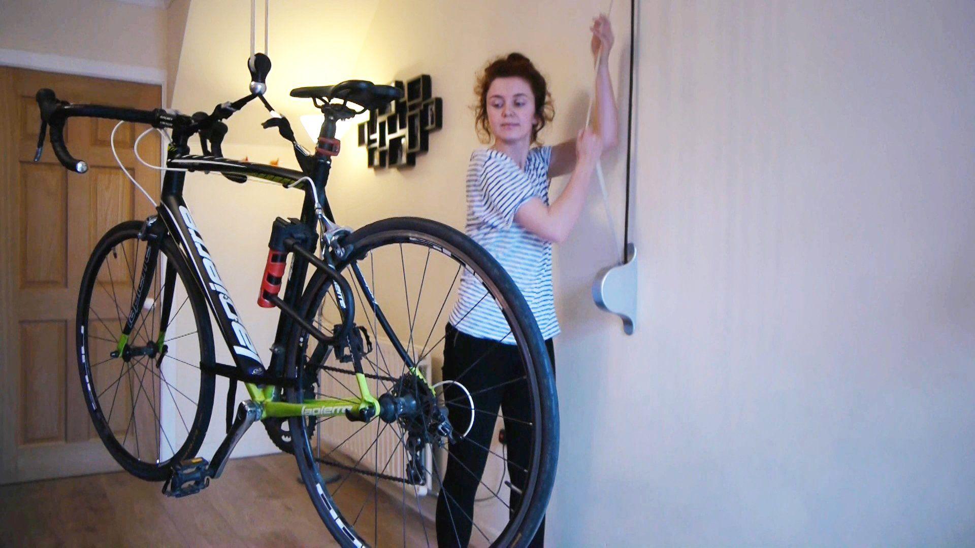 Support Velo Au Plafond ranger son vélo au plafond c'est maintenant possible