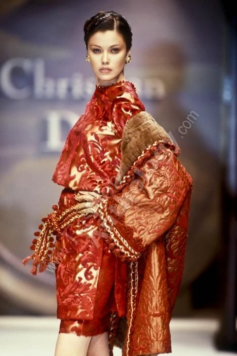 Archive fashion show fashionanthology femme haute couture for The history of haute couture