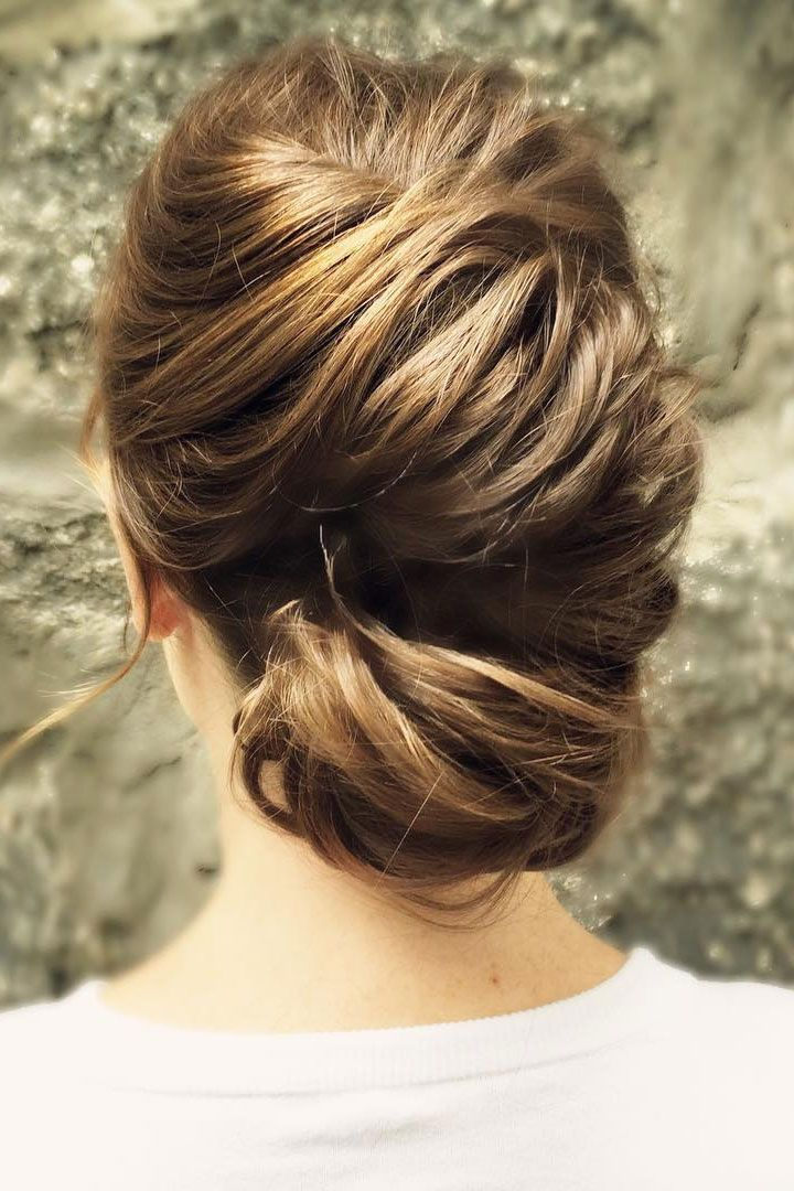 Structural elegance with texture updo hairstyle idea | fabmood.com #weddingupdo #hairupdo #upstyle #bridalstyle #bridalhair #weddinghiartyles #hairstyles