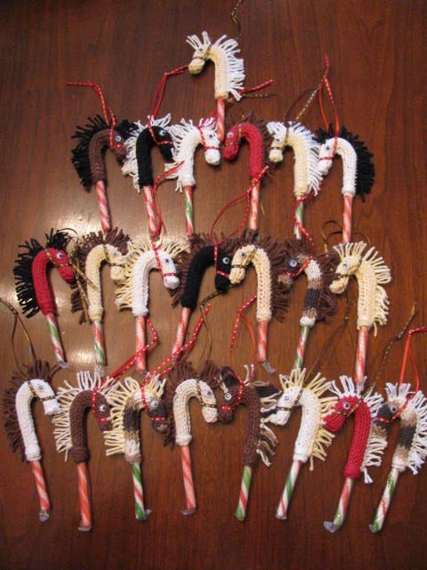 Photo of Candy cane horse covers – DIY knit with yarn scraps, googly …