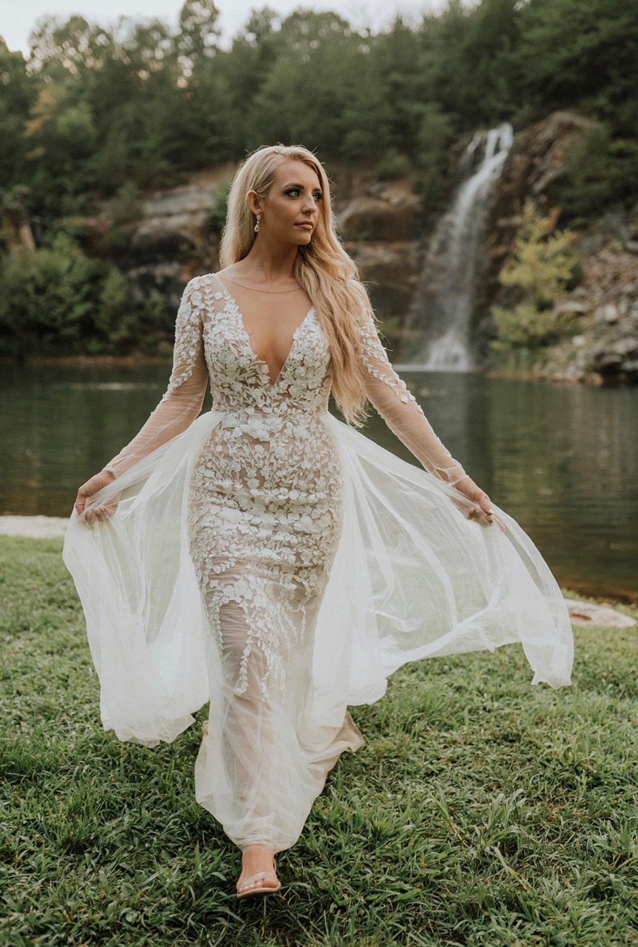 Embroidered Floral Illusion Bodysuit Wedding Dress David S Bridal In 2021 Davids Bridal Wedding Dresses Illusion Wedding Dress Wedding Dresses [ 1844 x 1242 Pixel ]
