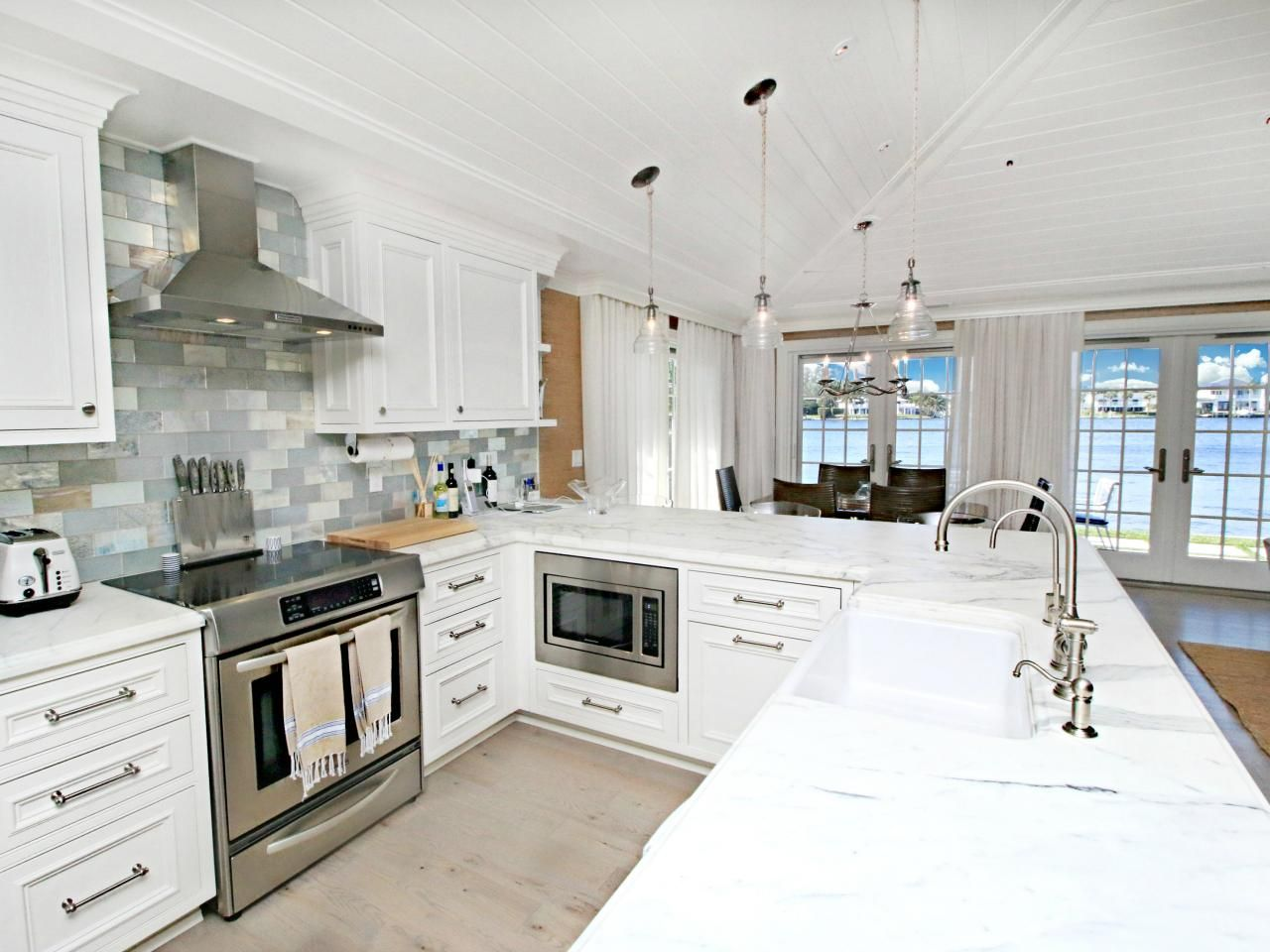 Packed With Stylish Design And Functional Features, These Petite Pads Prove  That Less Really Can. Small KitchensDream ...