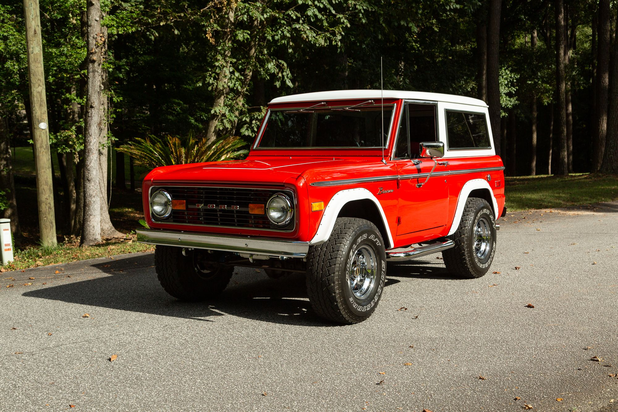 1974 Ford Bronco Red With White Top And Flares 33 12 50 X 15 X 10 Wide Wheels Ford Bronco Classic Bronco Old Bronco