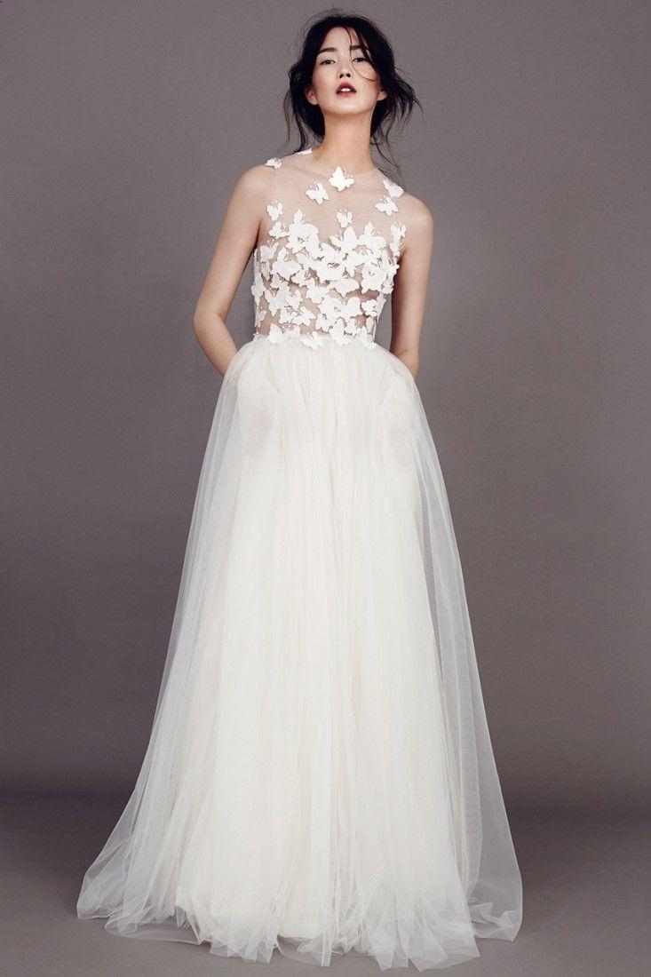 Fiber optic wedding dress  Robe de mariée dentelle papillons Berlin Kaviar Gauche l La Fiancée