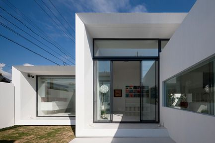 Press kit | 875-02 - Press release | The House for Contemporary Art / Award-winning project - Ryumei Fujiki + Yukiko Sato / F.A.D.S - Residential Architecture - Courtyard (South Garden) viewed from entrance hall  - Photo credit:   Hiroshi UEDA