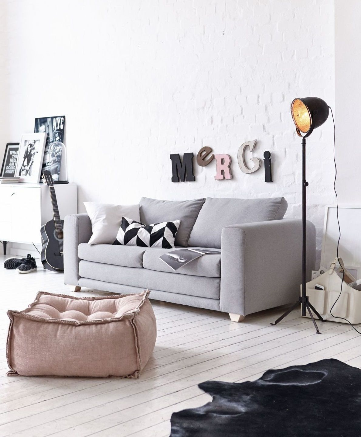 Schlafsofa, Skandinavisches Design, 2 Sitzer , Sofa Mit Schlaffunktion.