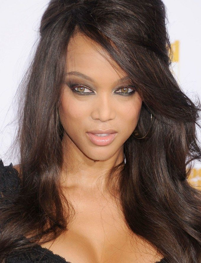 Makeup HowTo Tyra Banks' Gold Smoky Eye (With One
