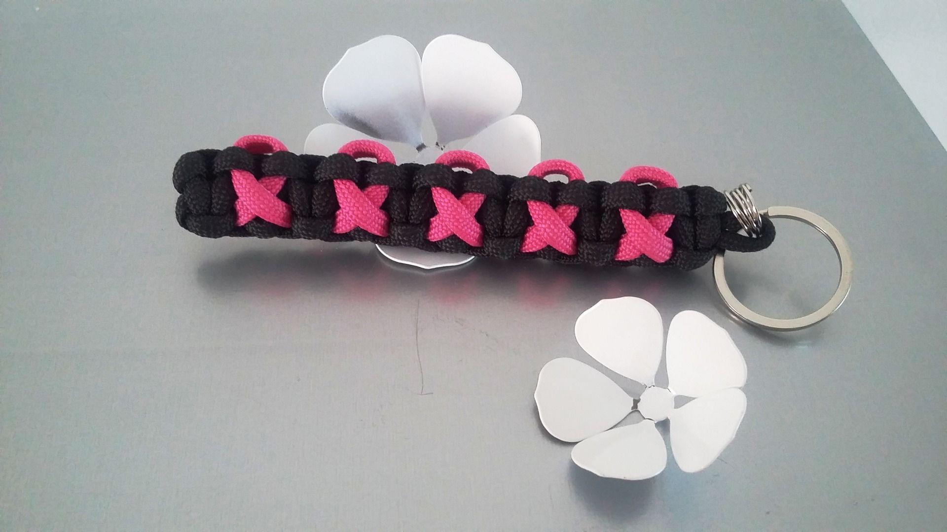 porte-clés paracorde dans les tons noir/rose néon : Porte clés par bijoutez-moi