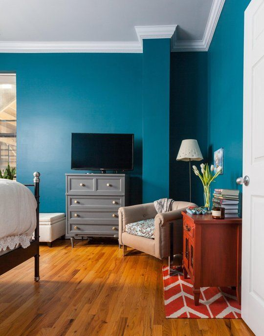 Vin's Very Hands-On Chicago Home — House Call  I was just sharing with my hubby about painting the wall navy blue or teal but little bit concerned with the intensity and vibrantness.  it looks perfect without getting jazzupedupm