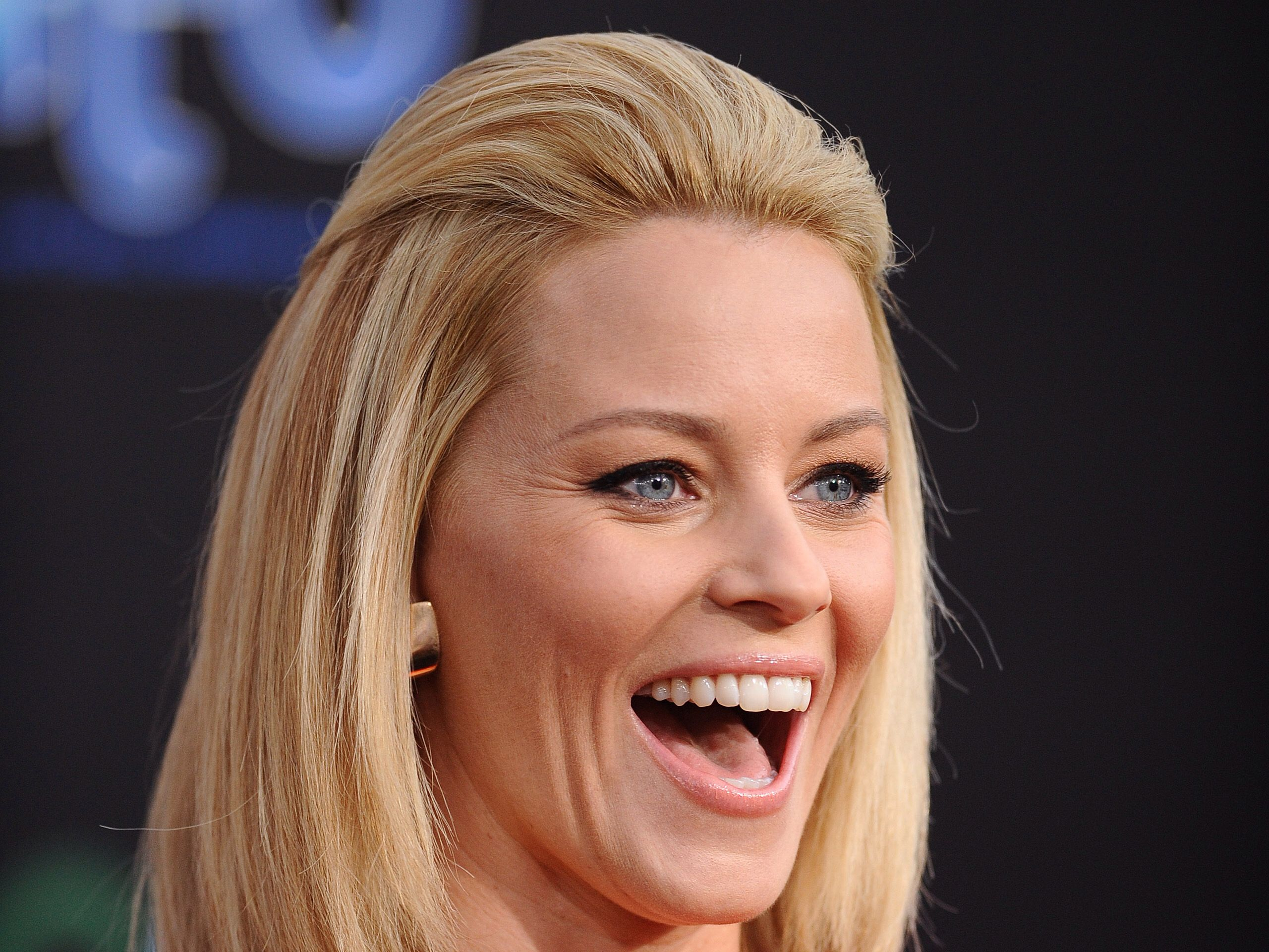 Image from http://offclouds.com/data_images/wallpapers/23/334089-elizabeth-banks.jpg.