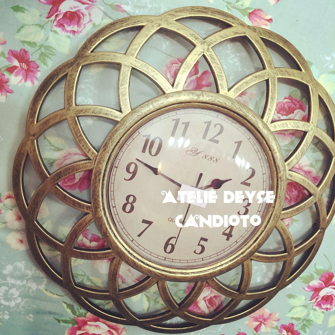 Relógio Dourado 22,00...QUEM NAMORA UM DIA CASA..... Presenteie quem vc ama,casados também namora.....❤️❤️❤️Vitrine Nova.....Zona Norte-Rua Parapuã,1936 SP #amomeutrabalho...