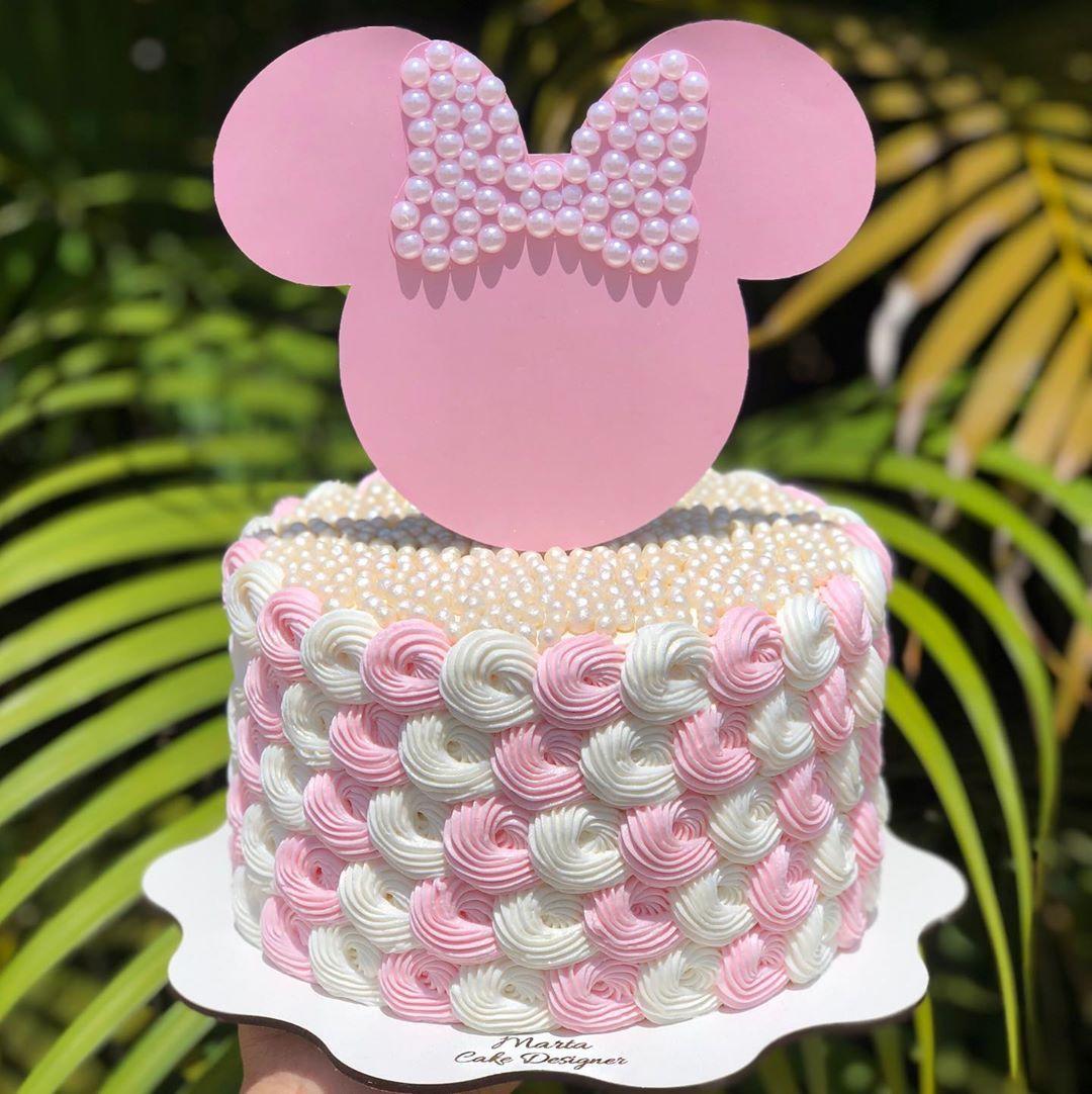 MINNIE MOUSE 💖🐭👑 A ratinha mais famosa da Disney, em uma versão super  delicada e com muitas pérol… em 2020 | Decoração de bolo infantil, Bolo da  minnie rosa