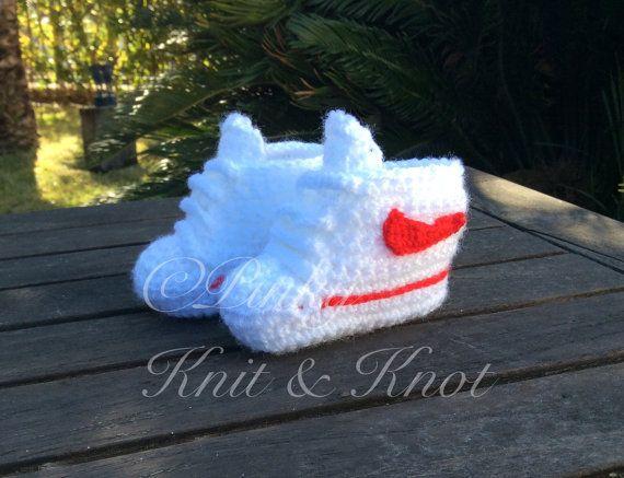 Zapatilla de crochet estilo Nike 0-3 meses  envio por PinkyKniKnot
