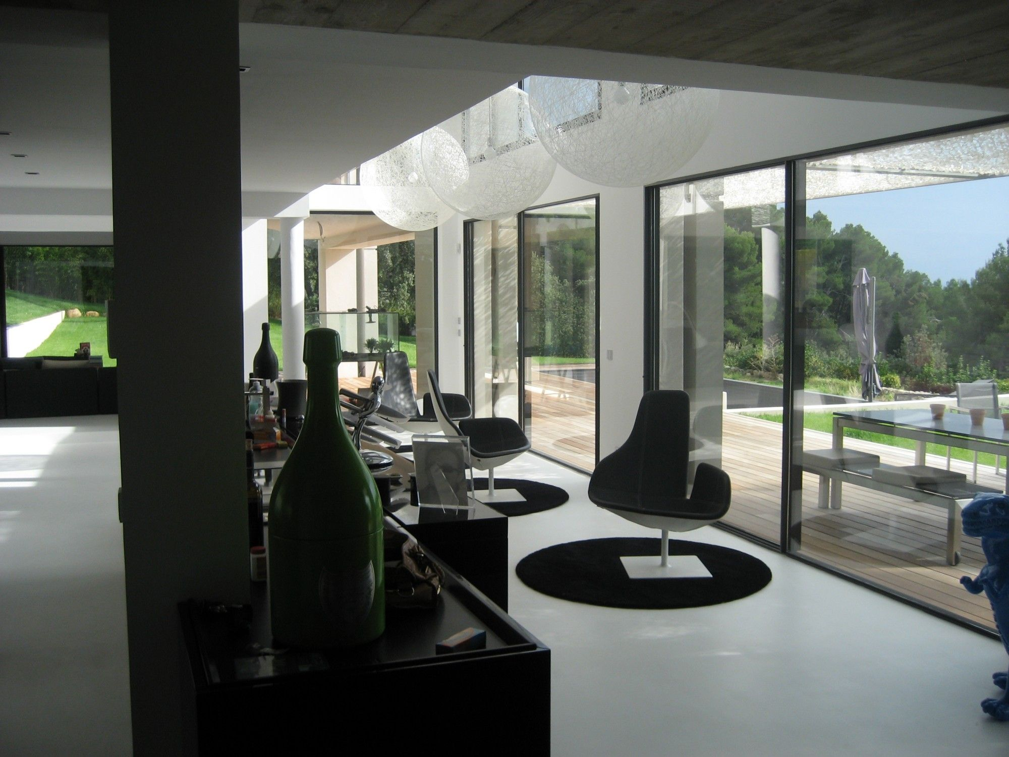 tres grand clair de vitre sur baie aix en provence. Black Bedroom Furniture Sets. Home Design Ideas