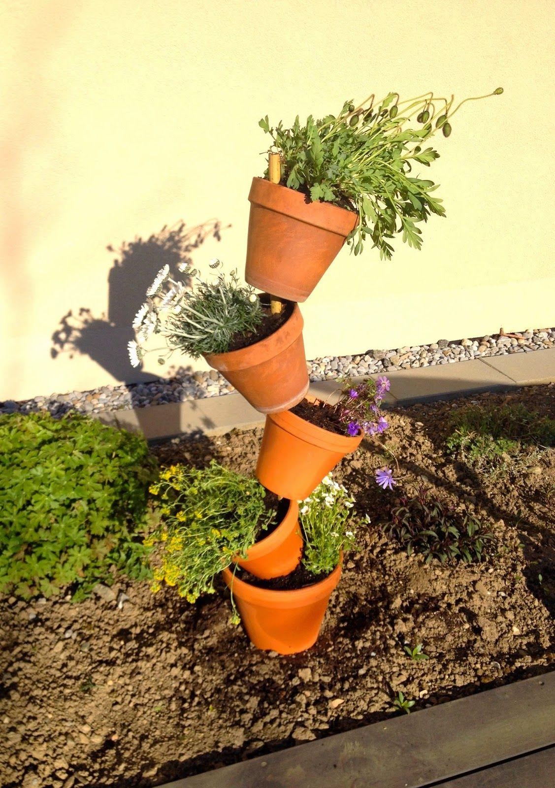 Tour de pots de fleurs / Tilted flower pot tower