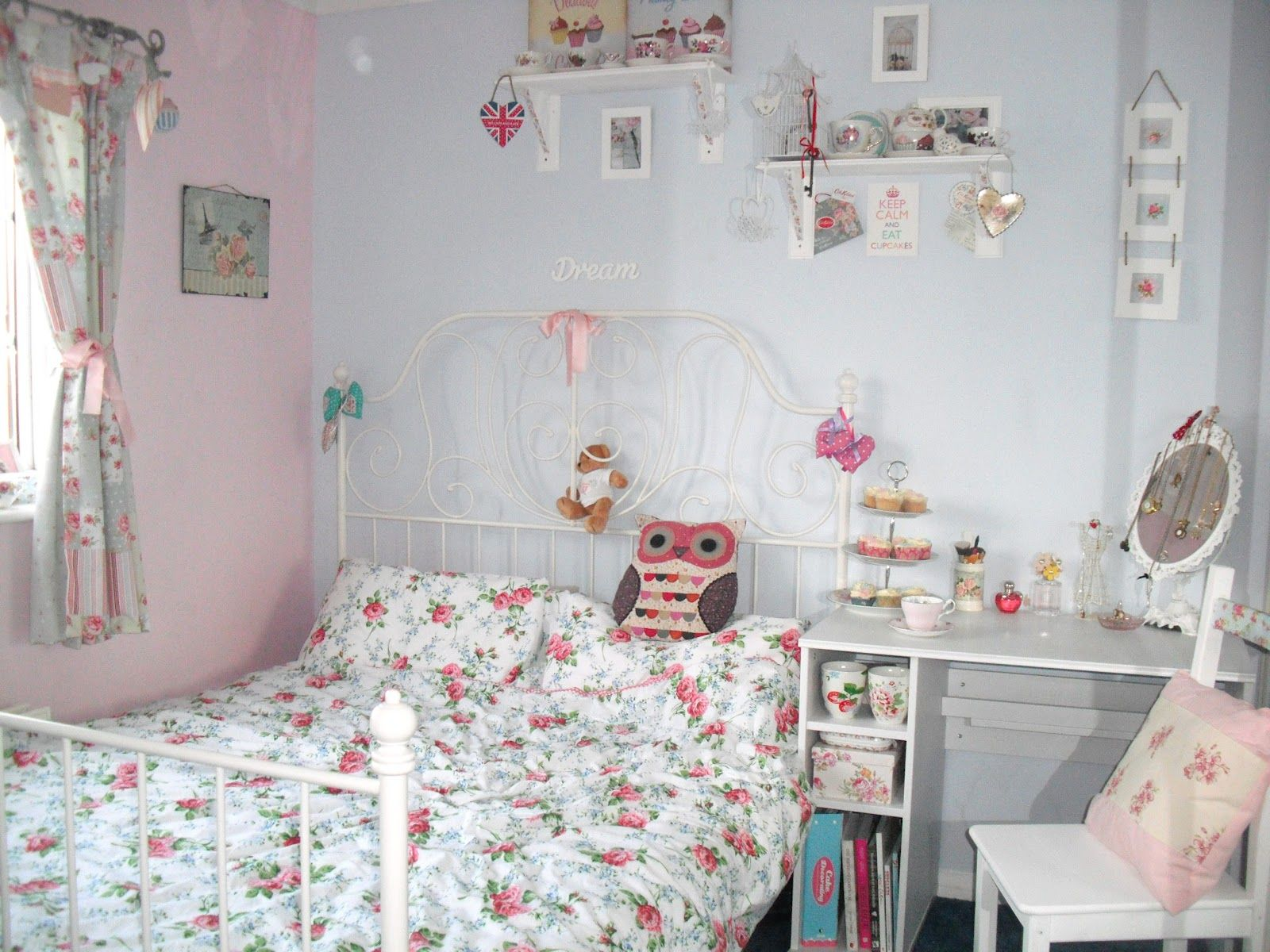 Shabby Chic Bedroom Ideas How To Decorate A Small Master Bedroom ...