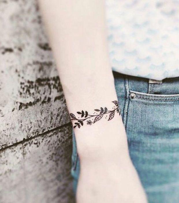 Tatuaje Para Mujer Tatuaje De Una Corona De Hojas Tatuajes