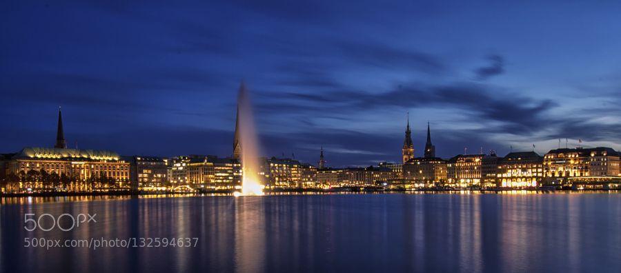 Blaue Stunde in Hamburg by heiko-doehrling-photographie