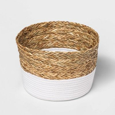 Round Basket In Braided Matgrass White Coiled Rope Threshold In 2020 Decorative Storage Baskets Round Basket Basket