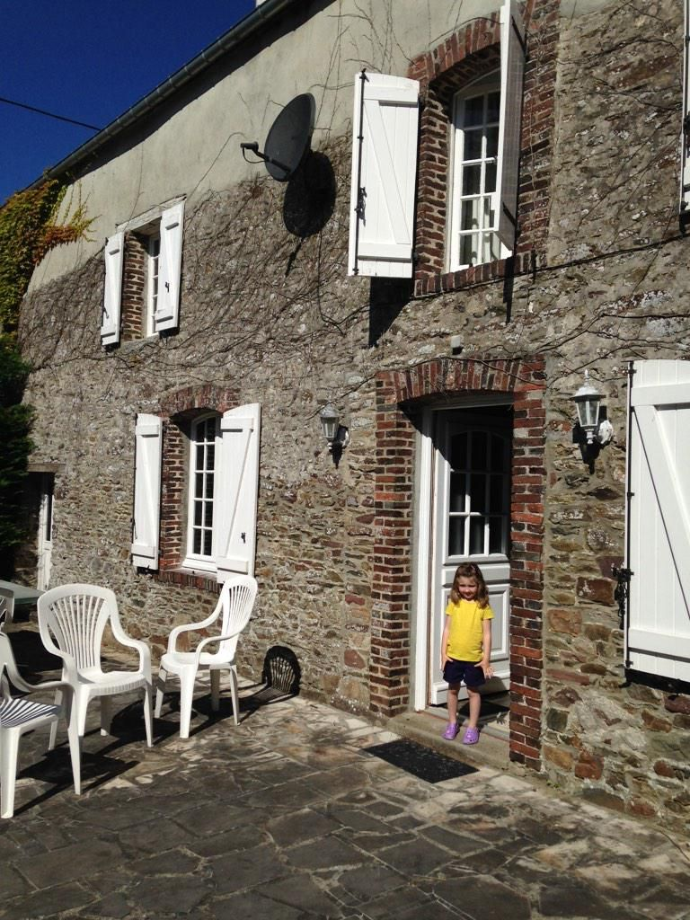 Rachel Rose @RachR29 @BrittanyFerries exploring our friends house in L'Hameau Durand nr Coutances.Check out the blue sky! #DiscoverWithBF