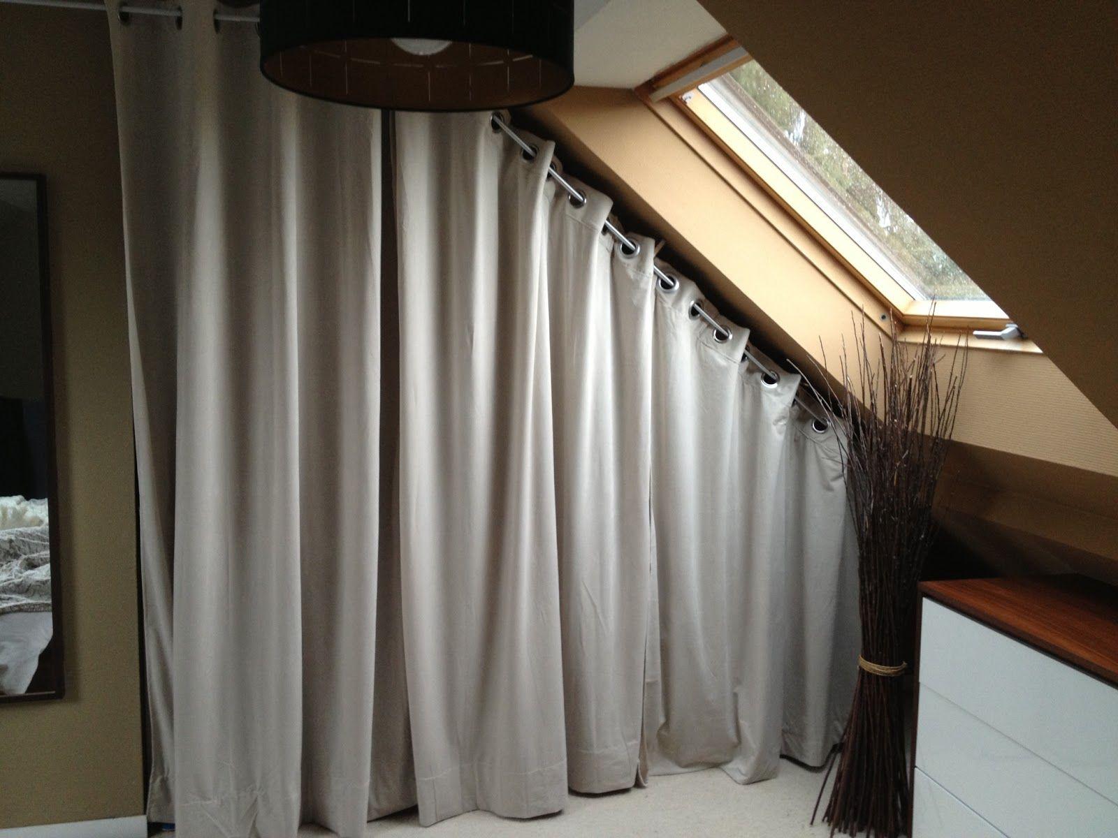 pingl par mamancigogne sur maison rideaux rideau dressing et dressing sous pente. Black Bedroom Furniture Sets. Home Design Ideas