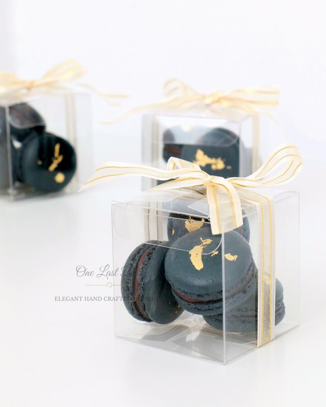 Wedding favors - Navy macarons with gold leaf! | Wedding <3 ...