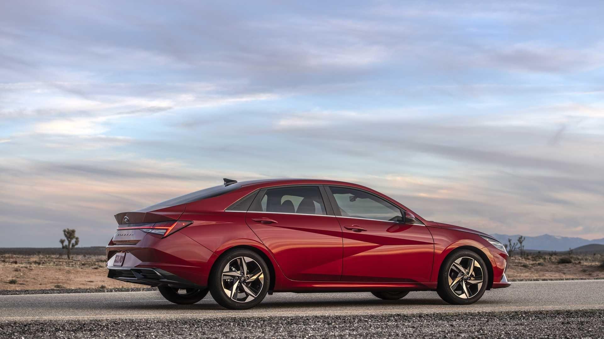 2021 Hyundai Elantra Debuts With Bigger Size Upmarket Tech In 2020 Hyundai Elantra Elantra Hyundai
