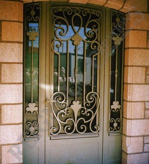 Porte d 39 entr e exterieur en fer forg porte d 39 entr e pinterest porte d 39 entr e fer portes for Porte entree fer forge villa