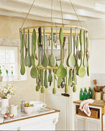 un lustre fait d ustensiles de cuisine maison cuisine pinterest ustensiles de cuisine en. Black Bedroom Furniture Sets. Home Design Ideas
