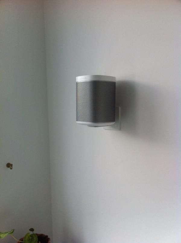 resultat d imatges de sonos play1 wall mount hiding cable cables rh pinterest com Insulation in Walls Sonos Connect Wiring