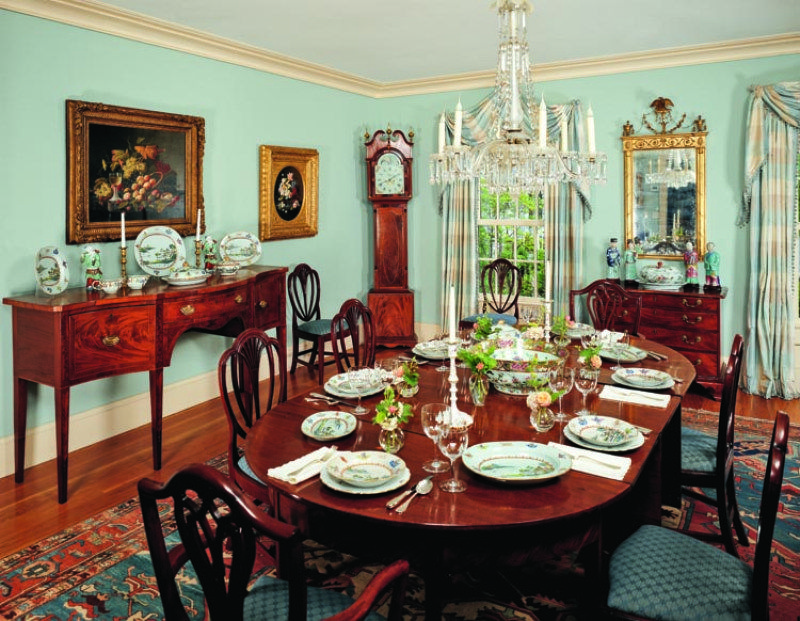 A Passion For Antiques In Maine The Glam Pad Dining Room Decor Traditional Traditional Dining Rooms English Dining Room