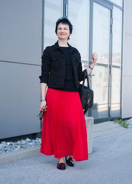 Lena's Blog: Slippers & Plissee Skirt (again)