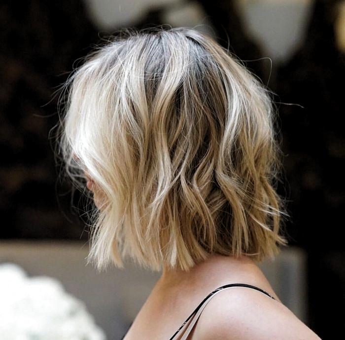 Idee Coiffure Blonde Sur Cheveux En Carre Mi Long Avec Ondulations Effet Wavy En 2020 Coiffure Blonde Coiffure Carre Mi Long Carre Court Blond