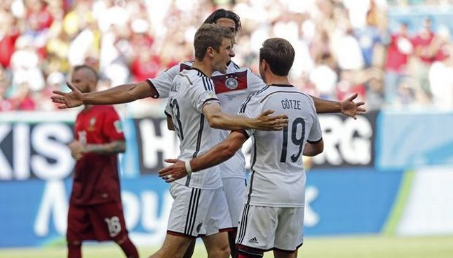 Thomas Mueller Picked Up Where He Left Off At The World Cup Scoring A Hat Trick In Germany S 4 0 Victory Over 10 Man Portugal I Thomas Muller World Cup Thomas