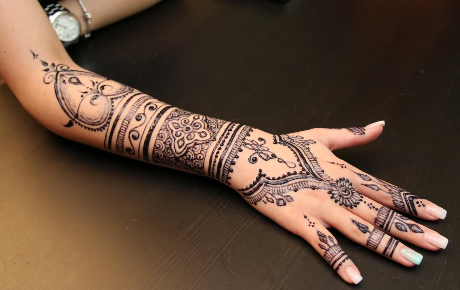 Henna Tattoo On Girl Right Arm And Hand Henna Designs Tattoos