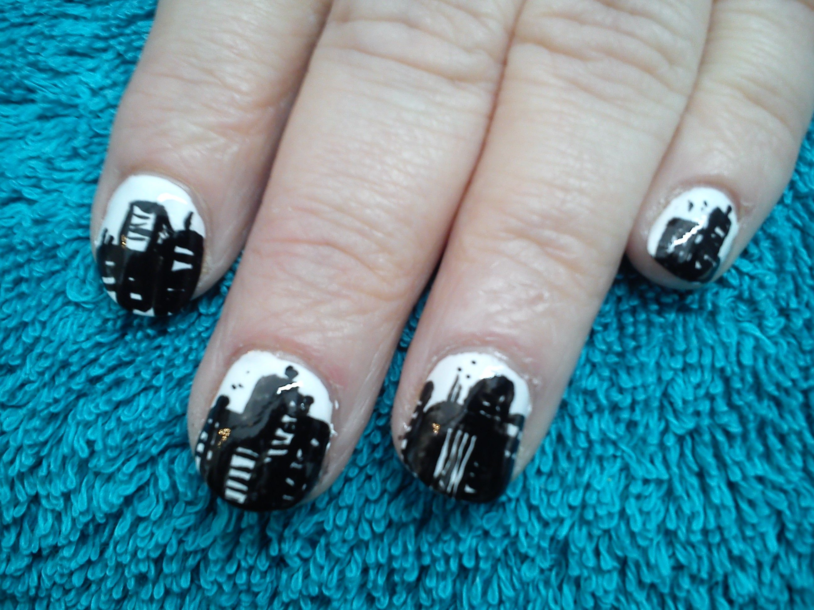 New york nail design in monochrome   Fun and Novelty Nail art ...