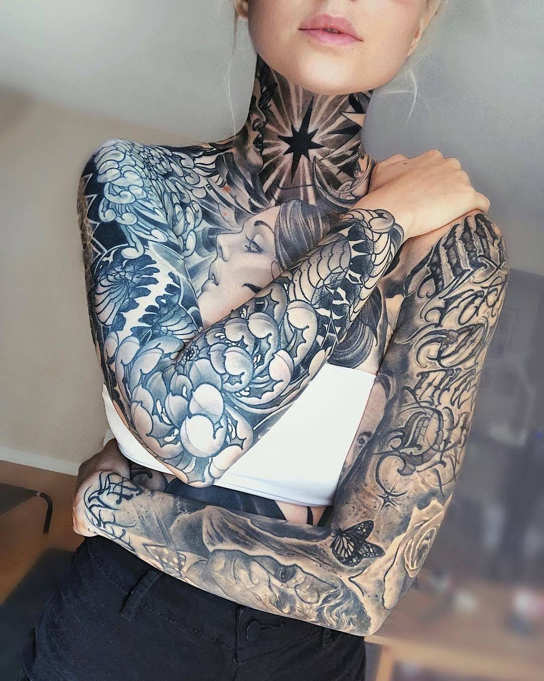 Janelle Walker Hals Tattoo Frauen Tatowierte Madchen Tatowierte Frauen