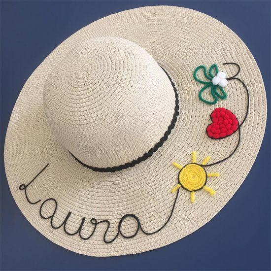 028e55391d281 Veja uma seleção de ideias de customização de chapéu de palha. A moda é  usar o chapéu de praia com seu nome personalizado nele. Chapéu customizado  com nome ...