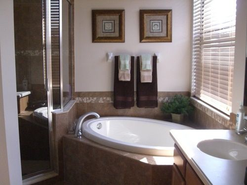 Tips to Choose Bath Essentials Like Bathroom Towels and Bath Rugs