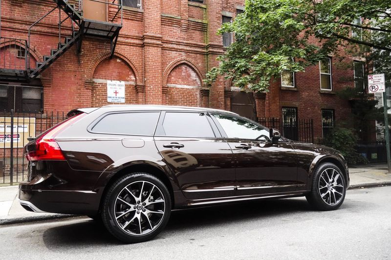 The Volvo V90 Cross Country A Perfect Marriage Of Wagon And Suv Volvo Suv Volvo Cars