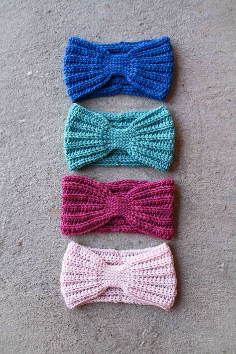 Pattern & Tutorial: Crochet Everly Head Wrap By Mamachee http://www ...