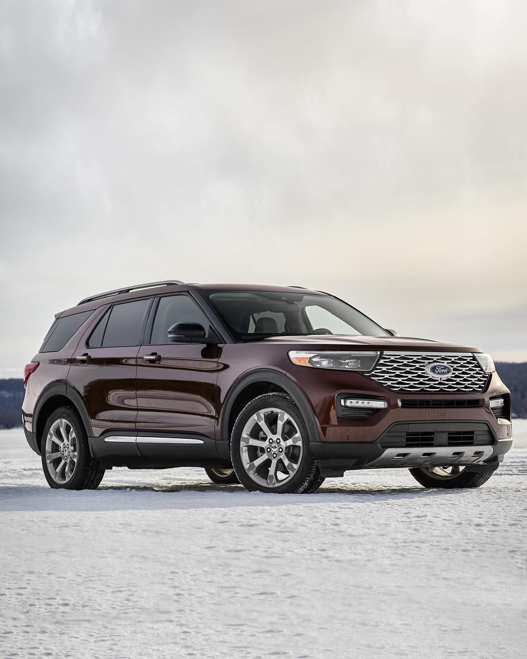 The 2020 Ford Explorer Is Here And The Three Row Family Utility Vehicle Gets The Complete Overhaul While Adding A Hyb With Images 2020 Ford Explorer Ford Explorer Ford Suv