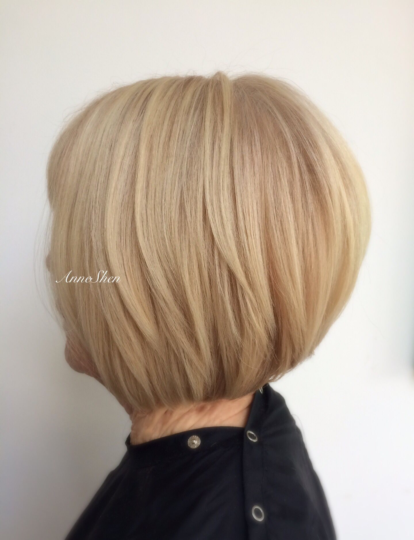 Blonde layered bob blonde layeredbob graduatedbob haircut