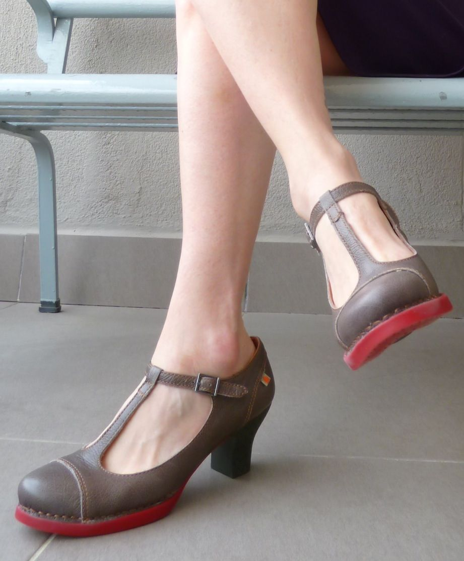 Spanish shoes by The Art Company. Love!