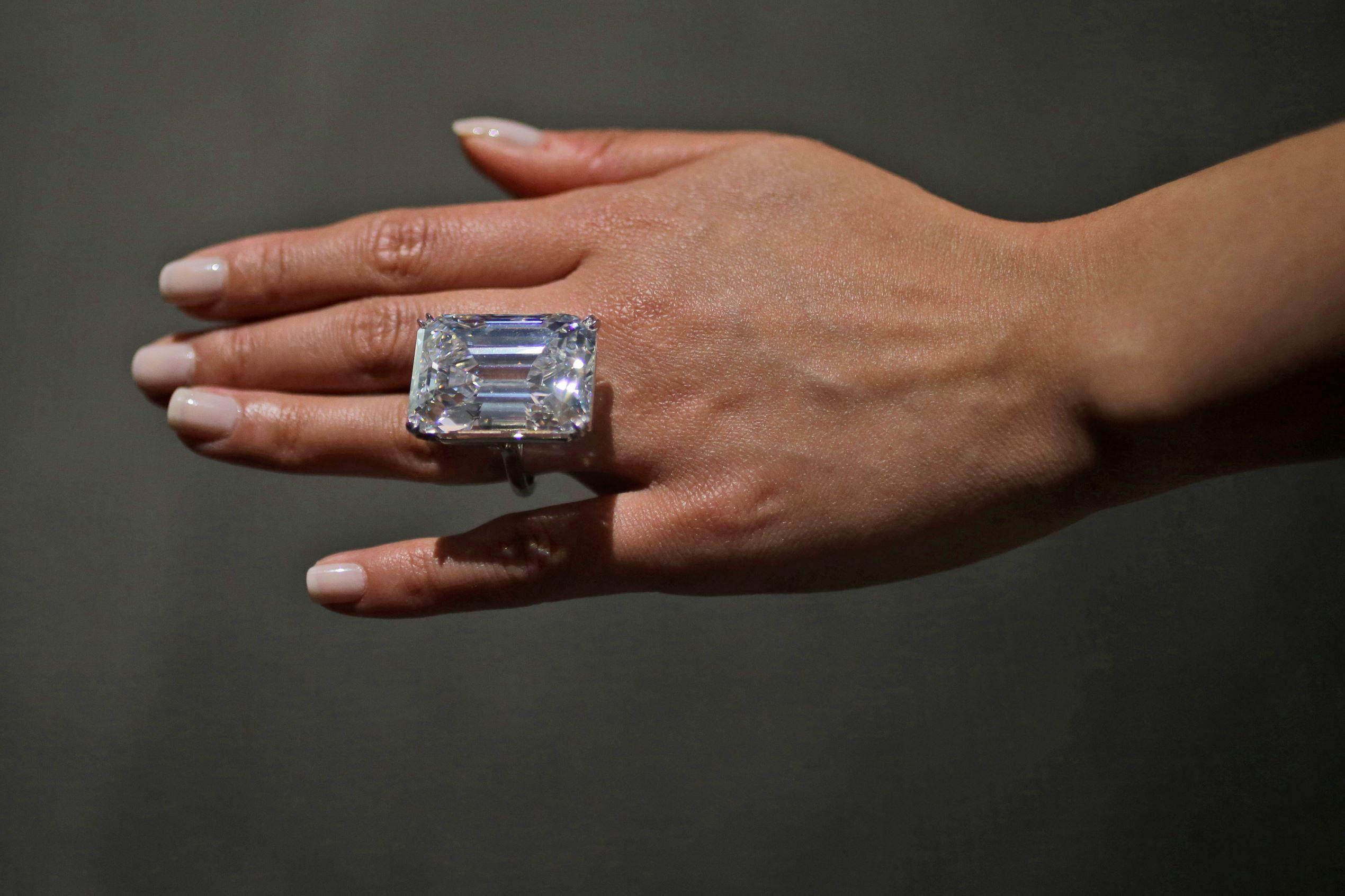 100 Carat Diamond Could Bring 25m At Nyc Auction Diamond Diamond Ring Diamond Jewelry
