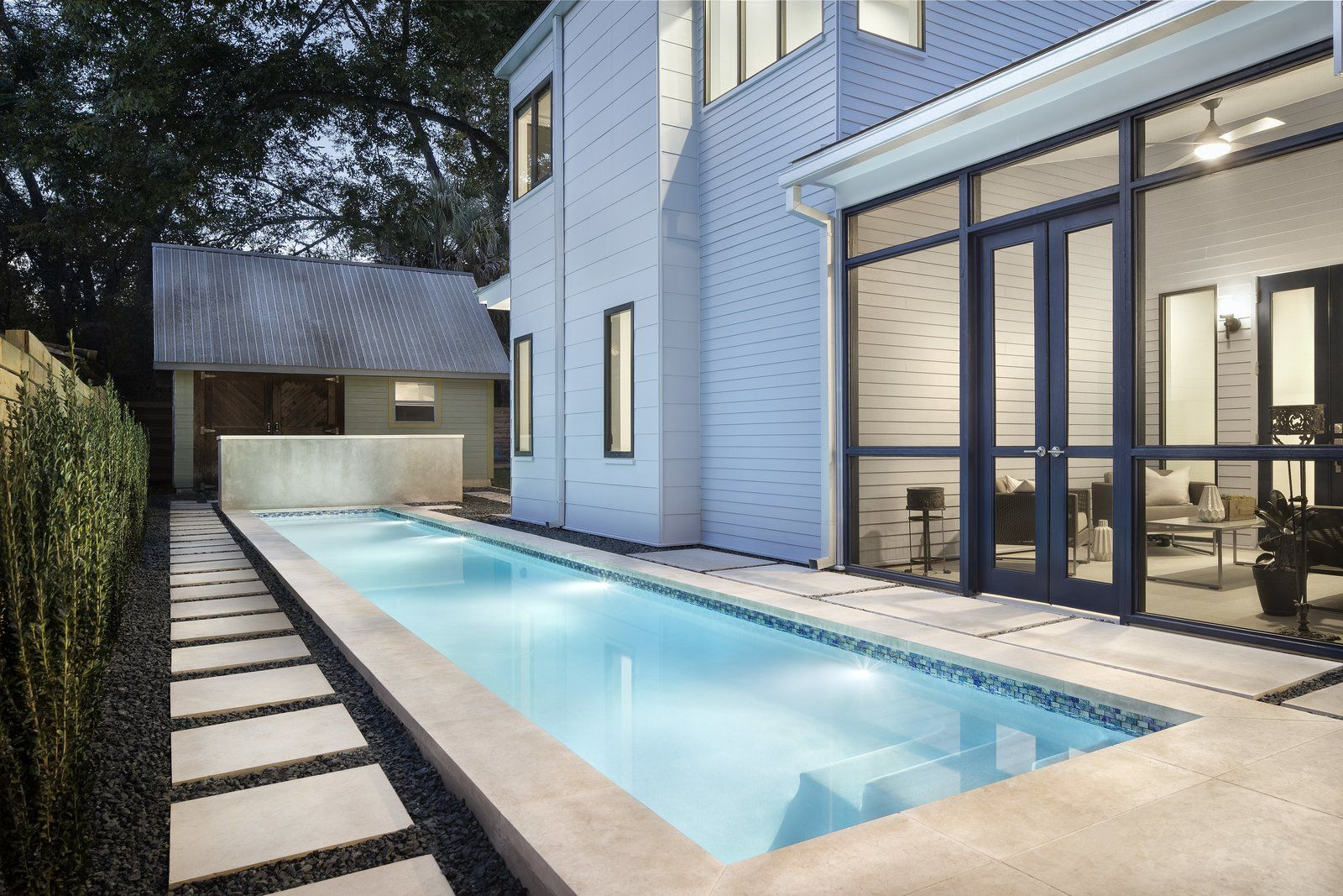 Central Austin Residence By Clark Richardson Architects Exterior Design Backyard Ocean Front Homes Floating House