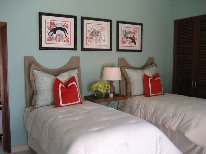 House of Turquoise: 2012 Pantone Color of the Year: Tangerine Tango... make Bella the orange pillow?