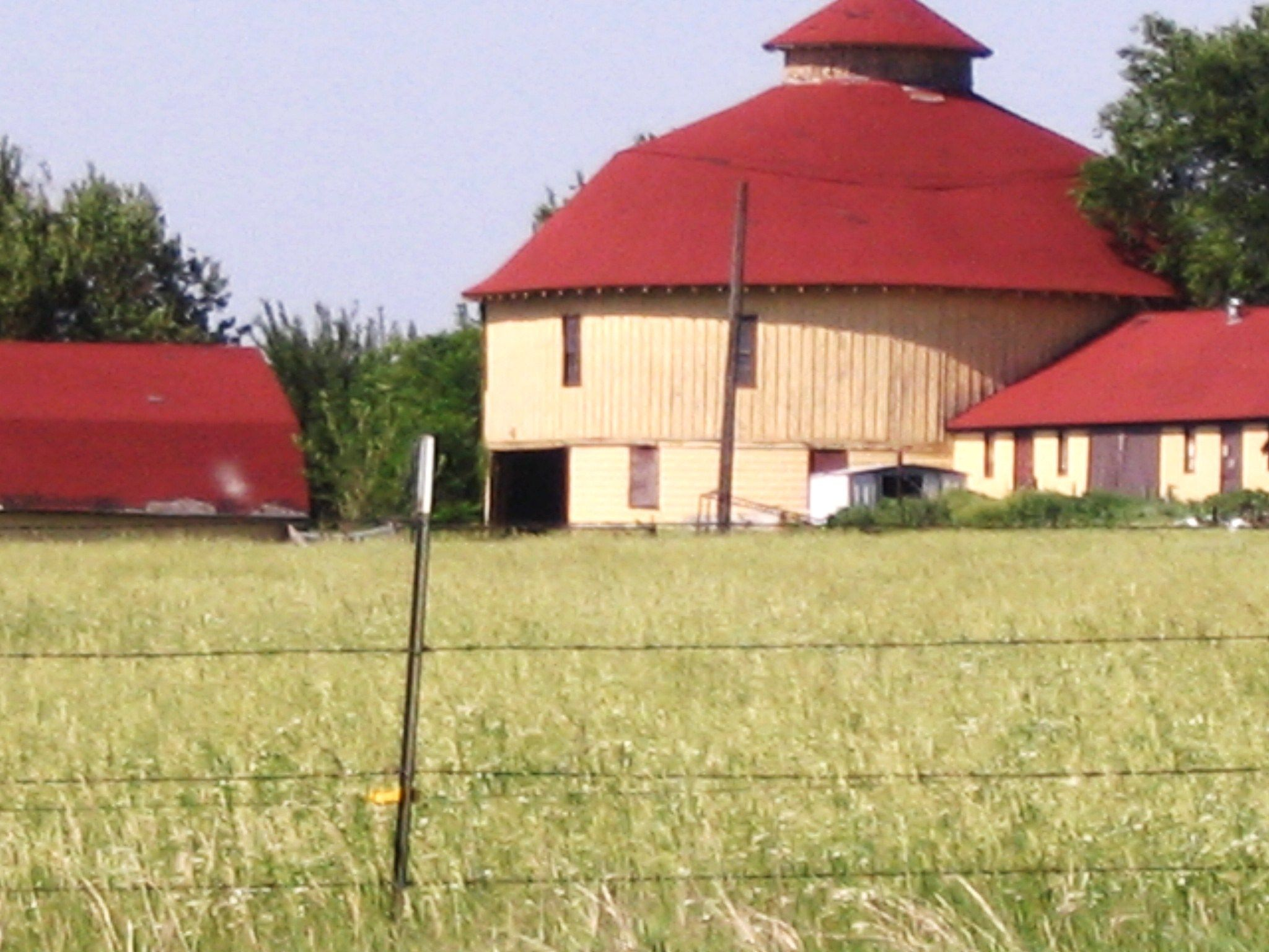 The Round Barn to the Round Barn Ranch Farm