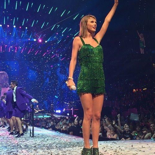Image via We Heart It #TaylorSwift